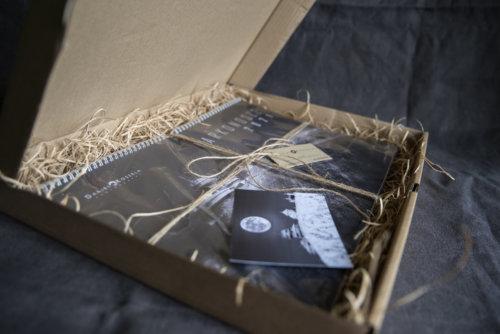Zawartość pudełka z kalendarzem