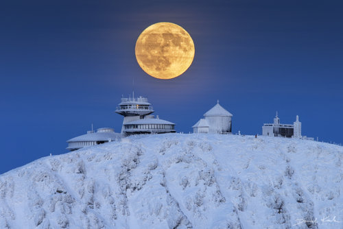 Pełnia Księżyca nad Śnieżką